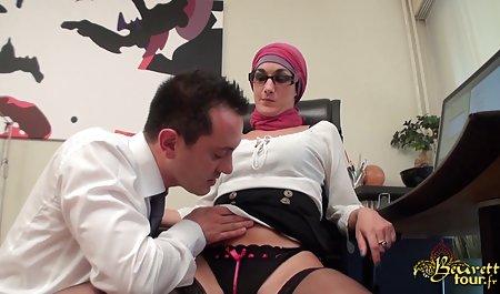 سوینگرها در یک کلوپ دانلود فیلم سکسی رایگان با لینک مستقیم شبانه رابطه جنسی مقعدی دارند