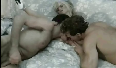 برزیلی لباس شنا صورتی خود را در خارج از منزل برداشته و روغن را روی باسن دانلود فیلم سکسی مستقیم گسترده اش پخش می کند