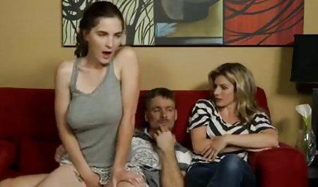 مادر پر زرق و برق ، Candy Manson روی دانلود رایگان فیلم پورن با لینک مستقیم یک پیچ عضلانی سفت و سخت با یک Twat نشسته است