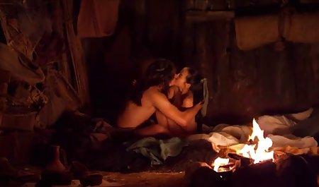 لباس زیر باریک در جوراب و لباس خدمتکار در حال شستن کف در حمام است دانلود فیلم سکسی مستقیم