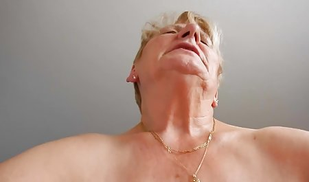 MILF با موهای کوتاه کانال سکسی تلگرام لینک مستقیم در اتاق نشیمن به مرد خونریزی عمیق می بخشد