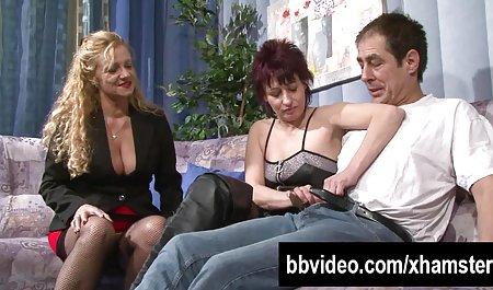 عاشق در پشت پرده در حمام پنهان می شود و مادر را لینک مستقیم کانال سکسی تلگرام در بیدمشک اشک می ریزد در حالی که او به شوهرش سینه می دهد