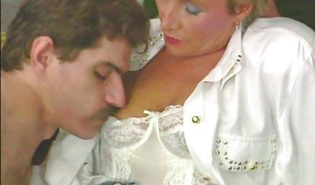 یک عاشق در یک تی شرت در کارگاه خود یک کانال سکسی تلگرام لینک مستقیم بلوند را در الاغ قرار می دهد