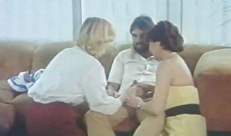 دیک فوق العاده بزرگی به یک دانلود فیلم نیمه سکسی با لینک مستقیم دختر قوچ می دهد