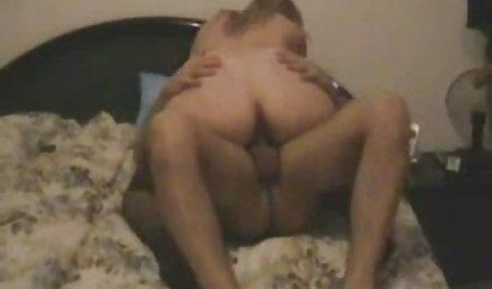 زن در نور کم نور دانلود مستقیم فیلم سکسی رایگان ، یک شوخی به شوهر خود می دهد