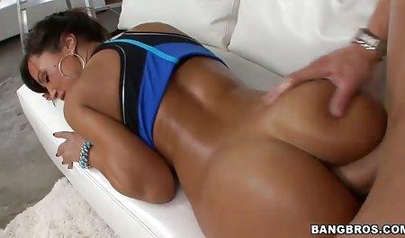 زنی در کنار یک مرد دراز کشید و خروس خود را با دانلود فیلم سکسی با کیفیت با لینک مستقیم پاهای خودارضایی کرد