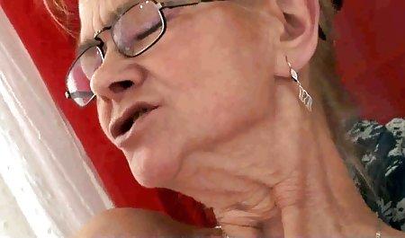 فیلمبرداری هاهال در حالی که عضوی از الاغ دوست دختر را با خال کوبی در پشت خود وارد می کند فیلم مستقیم سکسی