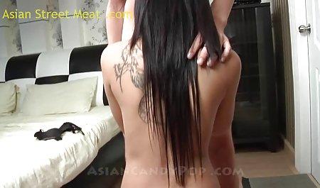 ماچو دانلود فیلم سکسی با کیفیت با لینک مستقیم سینه های گسترده دختر را در جوراب های سیاه خرد می کند و او را در شکاف روی نیمکت انگشت می زند