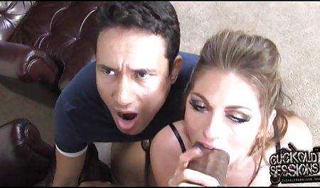شخص روی تخت ، دوست دختر بالغ را در جوراب فیلم سینمایی سکسی با لینک مستقیم مشکی در الاغ fucks می کند