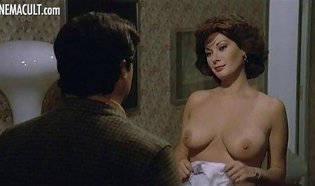 مردی شلوار جین خود را برداشته و آلت تناسلی را در لینک مستقیم کانال سکسی تلگرام گلوی خانم با سینه های بزرگ وارد می کند