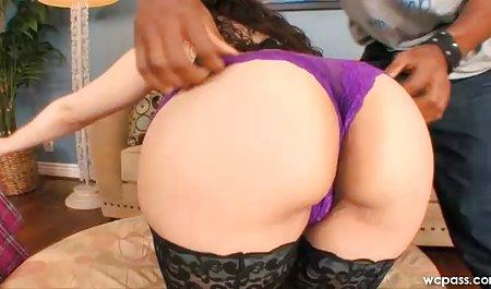 شریک زندگی شیرهای بزرگ یک خانم بالغ را به رنگ صورتی تنگ خرد می کند و او را در بند می دانلود لینک مستقیم فیلم سکسی کند