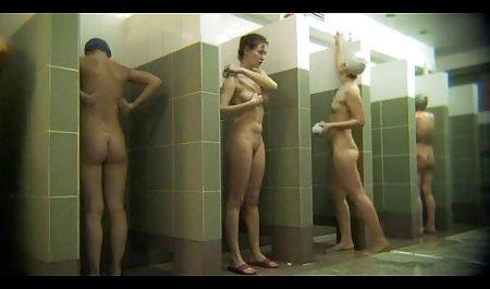 سبزه دیدنی با جوانان بزرگ به کلاه مردانه روی نیمکت می فیلم سکسی مستقیم دهد