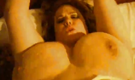 یک مرد سیاه پوست یک دانلود فیلم سینمایی پورن با لینک مستقیم خانم بالغ را در الاغ از طریق سوراخ جوراب شلواری در می آورد
