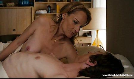 ماساژ دهنده مشتری جوان موهای روغنی دانلود فیلم سینمایی پورن با لینک مستقیم را روی میز نوازش می دهد
