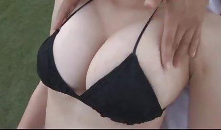 لزبین مبتذل در دانلود فیلم سکسی کم حجم با لینک مستقیم یک موضوع ورزشی دست را به داخل واژن دوست دختر روی میز قرار می دهد