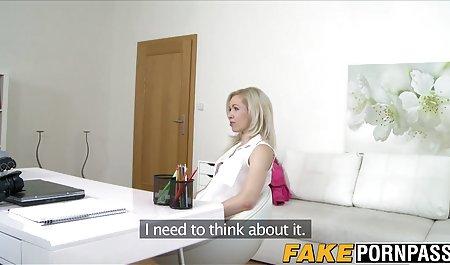 آلت مردانه چربی وارد الاغ روغنی فیلم مستقیم سکسی برش در جوراب مشکی در فضای بیرون می شود