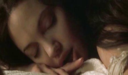 ملانیا مونرو با موهای کوتاه ، خود را به یک عاشق جوان در فیلم سینمایی سکسی با لینک مستقیم هتلی گرانقیمت هدیه داد