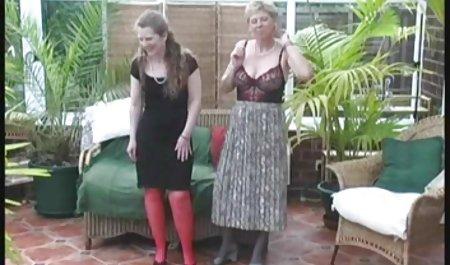 لاتین کامل با سینه های بزرگ دانلود مستقیم و رایگان فیلم سکسی در شورت لباس جلوی دوربین می رقصد