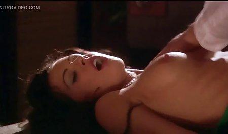 دختران کالج سکسی در یک کلوپ شبانه بازی می کنند دانلود مستقیم و رایگان فیلم سکسی