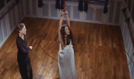 یک تاجر با فیلم سکسی لینک مستقیم کت و شلوار ، یک پیچ بزرگ را به کلاه یک دختر در جوراب ساق بلند کرد