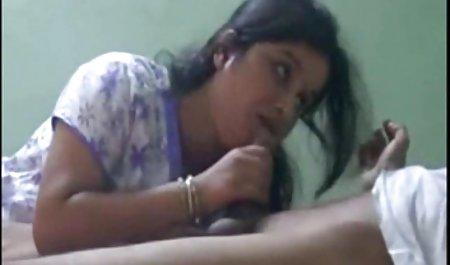 داوالکا با برازرس لینک مستقیم یک کلیپ سوراخ شده روی صندلی می نشیند و از کار دستگاه سکس لذت می برد