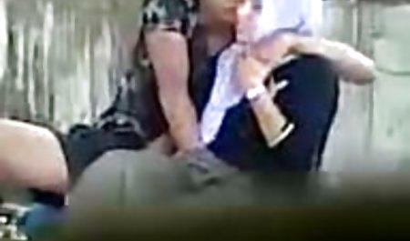شریک خال کوبی یک MILF دانلود رایگان فیلم سکسی با لینک مستقیم چربی را ترغیب به مقعد و قرار دادن پیچ در الاغ خود کرد