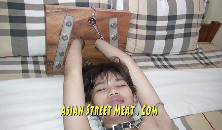 همسر با مدل موهای زیر ماشین برای مدت طولانی ، فیلم مستقیم سکسی قارچ را به سمت معشوق خود می کشد و غنچه را روی پیچ می مالد