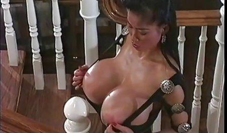 دوست دختران در دانلود لینک مستقیم فیلم سکسی بازیگران یک استریپ نشان می دهند ، پس از آن آنها خروس عامل را می خوردند