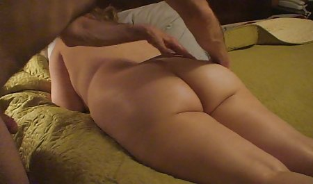 یک زن سیاه در لباس مش مشغول آزار دادن با آقا در رختخواب دانلود رایگان فیلم سکسی با لینک مستقیم است