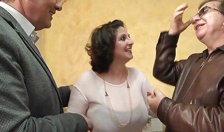 جوجه دانلود فیلم سینمایی سکسی لینک مستقیم روغنی در پیراهن زرد باعث ایجاد شکاف در هنگام رابطه جنسی در یک گاوچران می شود