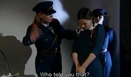 دختری با یک پدیکور زیبا دانلود فیلم سکسی رایگان با لینک مستقیم که انگشت پا را با انگشت انگشت با پا می کند
