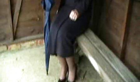 عاشق عضلانی دانلود رایگان فیلم سینمایی سکسی با لینک مستقیم دوست موی سرخ را آرام می کند