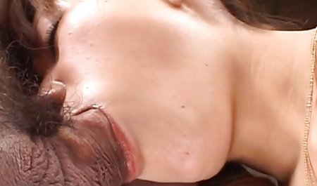 زن جوان در یک کرست صورتی و جوراب شلواری سیاه فیلم سوپر با لینک مستقیم یک الاغ بزرگ می پیچد