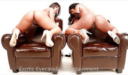 شریک دانلود فیلم سکسی با کیفیت با لینک مستقیم سفید از طریق یک باند لاستیکی دختری با پوست تیره سرخ می کند